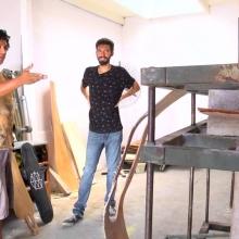 Rafael visita un taller de longboards