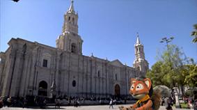 Dominic en la ciudad del eterno cielo azul, Arequipa