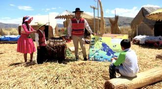 ¿Cómo se construyen las islas en el Lago Titicaca?