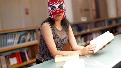 LuchaLibro: Una luchadora se quita la máscara