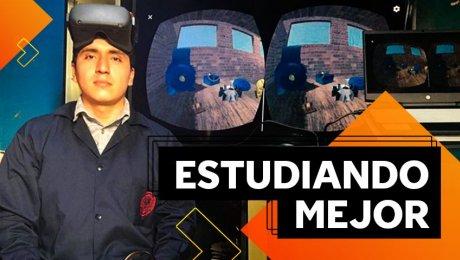Él creó un juego de realidad virtual para que los estudiantes aprendan como si estuvieran en el salón